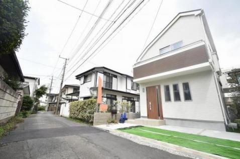 狛江駅まで徒歩10分の好立地に敷地面積30坪越、4LDK 堂々完成!